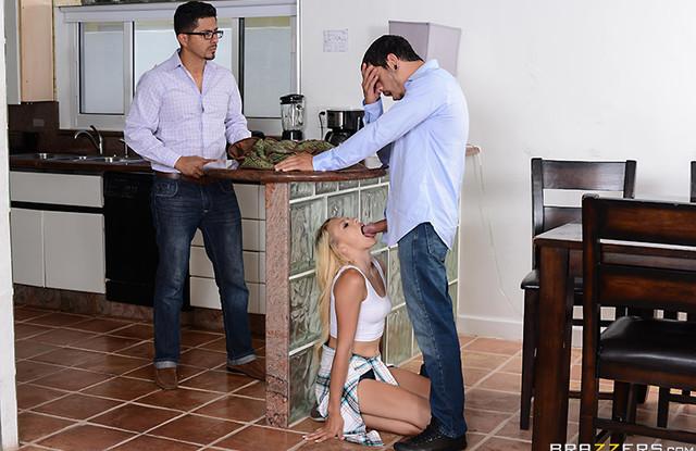 Жена изменяет мужу с его родным братом и сладко кончает