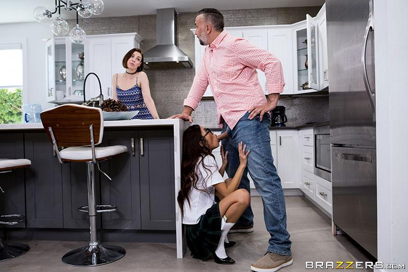Муж изменяет жене с молодой азиаткой