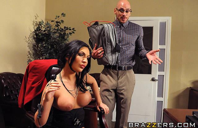 Бразерс - Мужик в офисе раздвигает ноги начальницы в чулках и трахает ее в разных позах