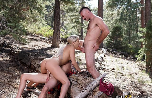 Brazzers - МЖМ секс с блондинкой в лесу