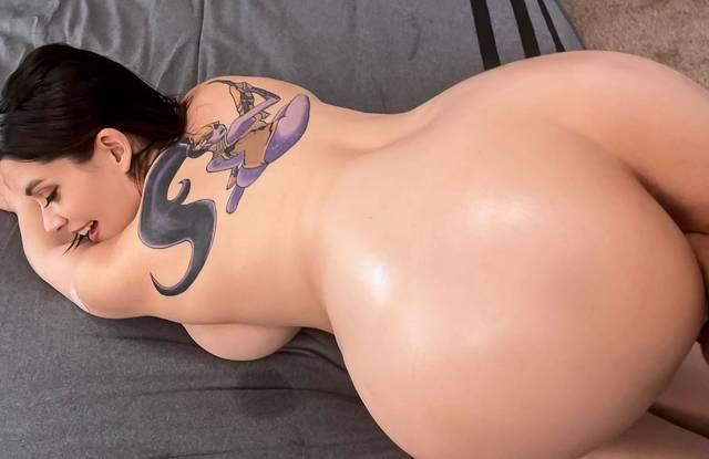 Бразерс - Толстая девка в тату готова к анальной ебле раком с массажистом