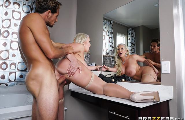 Толстая мамаша в чулках занялась с сыном сексом в душе и в ванной комнате