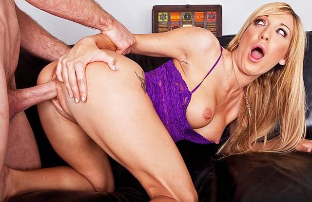Brazzers - Измена шикарной блондинки приносит ей в анал много кончи