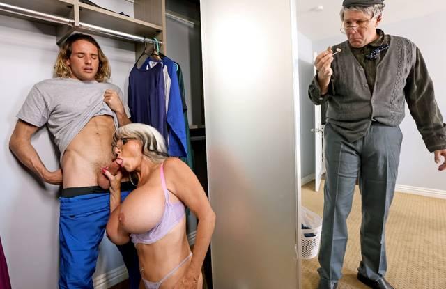 Зрелая мамочка соблазнила на жаркий секс своего похотливого пасынка