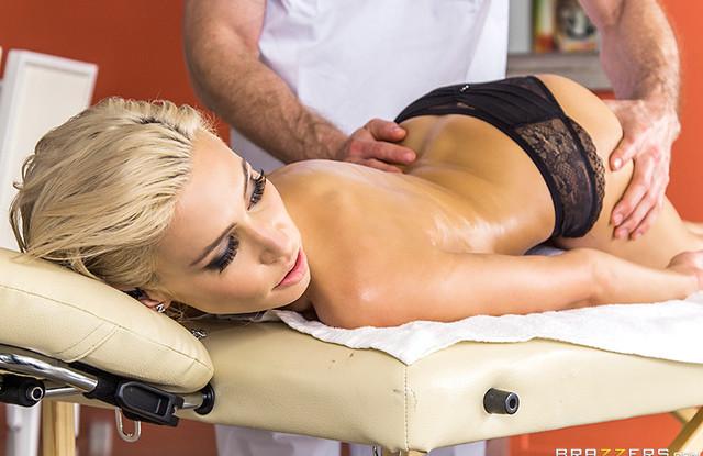 Клиентка влюбилась в массажиста и оказалась на его члене