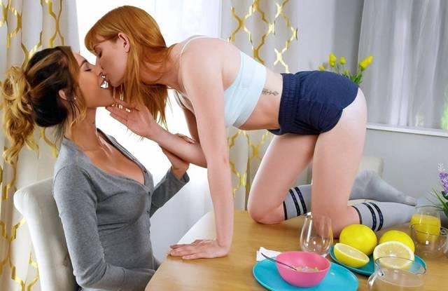 Бразерс порно - Две девушки устроили лесбийский секс после завтрака