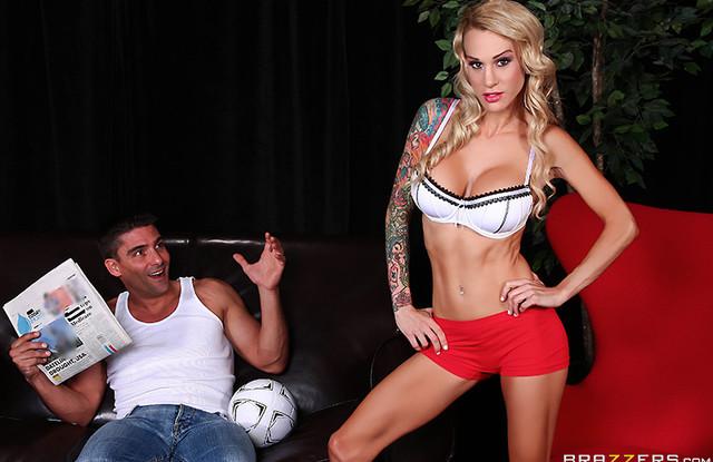 Парень смотрел женский футбол и трахнул свою самую любимую спортсменку